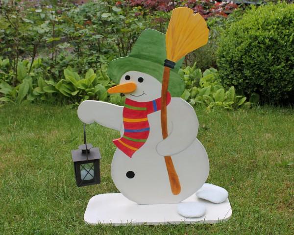 Großer Schneemann mit Laterne
